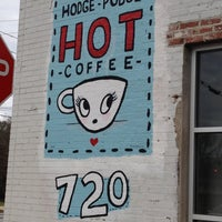 Foto tomada en Hodgepodge Coffeehouse and Gallery por Kimberly K. el 2/28/2012