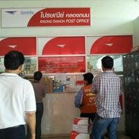รูปภาพถ่ายที่ ไปรษณีย์ คลองถนน โดย ป๋าเดย์ P. เมื่อ 2/27/2012