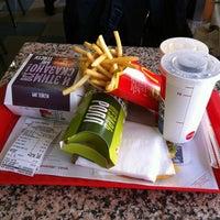 Снимок сделан в McDonald's пользователем Жора Б. 4/22/2012