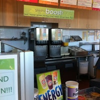 Photo prise au Robeks Fresh Juices & Smoothies par Yook L. le4/16/2012