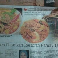 Foto tomada en Restoran Family Uda por Mar S. el 7/15/2012