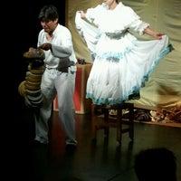 Foto tomada en Teatro Mori por Fernando V. el 5/27/2012
