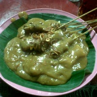 Photo taken at Sate Padang Bates by Putri W. on 2/5/2012