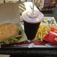 Foto tirada no(a) McDonald's por Nivia N. em 7/12/2012