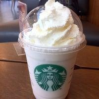 Das Foto wurde bei Starbucks von Lili M. am 6/23/2012 aufgenommen