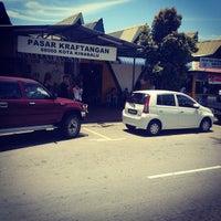 Photo taken at Pasar Kraftangan (Handicraft Market) by Rzal M. on 8/28/2012
