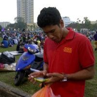 Photo taken at Bazar Ramadhan Taman Kerang (Pokok Buluh) by Xing J. on 7/25/2012