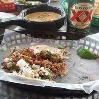 Das Foto wurde bei Torchy's Tacos von Melissa am 5/11/2012 aufgenommen
