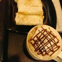 7/20/2012 tarihinde ZaidaShaffiziyaretçi tarafından Starbucks'de çekilen fotoğraf
