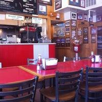 Das Foto wurde bei T. Anthony's Pizzeria von John K. am 6/1/2012 aufgenommen