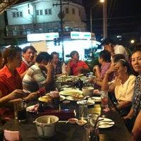 Das Foto wurde bei ร้านอาหารเยาวราช von Conankung am 4/22/2012 aufgenommen