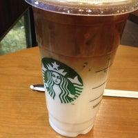 Foto tirada no(a) Starbucks por Chandreedawn C. em 3/10/2012
