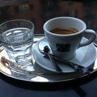 Das Foto wurde bei Café Noir von Yuri D. am 2/18/2012 aufgenommen