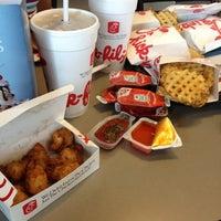 รูปภาพถ่ายที่ Chick-fil-A Seaboard Commons โดย Cassie D. เมื่อ 7/30/2012