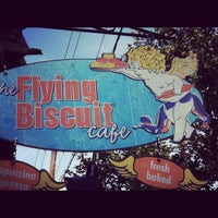 Foto tomada en The Flying Biscuit Cafe  por Lacey el 9/2/2012