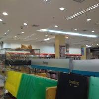 Foto tirada no(a) Saraiva MegaStore por Thiago H. em 9/6/2012