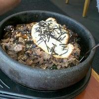 Photo taken at Sushi En by Alinda N. on 7/12/2012
