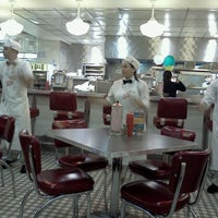 Photo taken at Johnny Rockets by Eduardo A. on 6/3/2012