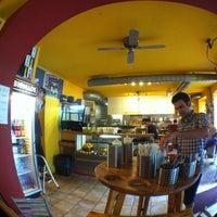 Foto tirada no(a) Yellow Sunshine Burger por Eike em 7/11/2012