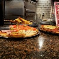 Foto tomada en Pizzería Imperio por Miguel David B. el 8/22/2012
