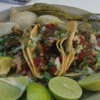 Photo prise au Tacos el Cuñado par Mucsi N. le7/26/2012