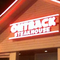 Photo taken at Outback Steakhouse by Jean Carlo N. on 8/16/2012