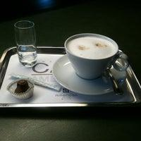 7/1/2012 tarihinde Larissa K.ziyaretçi tarafından Café Américain'de çekilen fotoğraf