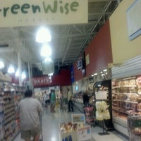 Photo taken at Publix by OvenPOP 360 S. on 6/10/2012