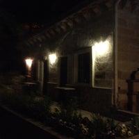 6/1/2012 tarihinde Kelly G.ziyaretçi tarafından Flintstones Cave Hotel'de çekilen fotoğraf