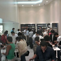 Photo taken at Samsung Galaxy Store by Juan d. on 3/22/2012