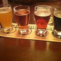 Foto tirada no(a) Karl Strauss Brewing Company por Diana em 3/10/2012