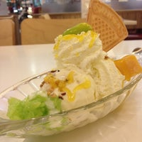 Photo taken at Swensen's by Teewin P. on 3/3/2012
