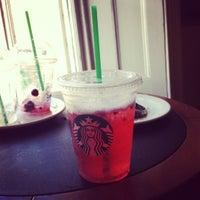 Foto tomada en Starbucks por Amy G. el 8/6/2012