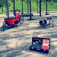 Das Foto wurde bei Mauerpark von Andi D. am 9/2/2012 aufgenommen