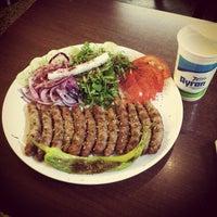 Das Foto wurde bei Konak Izmir Köftecisi von Max G. am 5/17/2012 aufgenommen