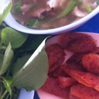 Photo taken at ลาบหมูแม่สำลี by Sarinrat P. on 3/11/2012