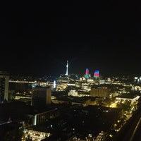 Снимок сделан в SKY Bar & Lounge пользователем Agayev 6/18/2012