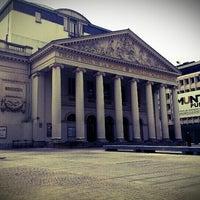 6/27/2012 tarihinde Rudeziyaretçi tarafından Muntplein / Place de la Monnaie'de çekilen fotoğraf