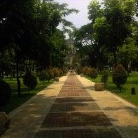 Foto tirada no(a) Benavides Park (Lover's Lane) por Renz Roger B. em 5/10/2012