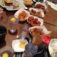 Foto tomada en Buffalo Wild Wings por Ashley C. el 3/11/2012