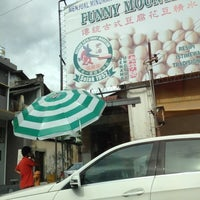 Photo taken at Funny Mountain Tau Fu Fah (奇峰豆腐花) by Jesselyn on 8/23/2012