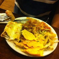 Photo taken at Muerde la Pasta by Mario T. on 4/21/2012