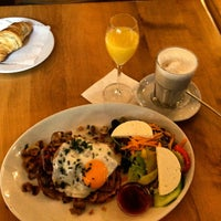Das Foto wurde bei Cafe Voila von Matthias am 7/22/2012 aufgenommen