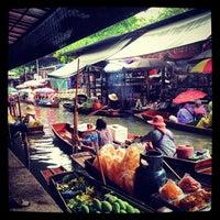 Photo taken at Damnoen Saduak Floating Market by Renata M. on 7/30/2012