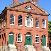 Das Foto wurde bei Old Town Hall in Salem von Cynthia am 5/12/2012 aufgenommen