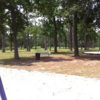 รูปภาพถ่ายที่ Alexander Deussen Park โดย Randa W. เมื่อ 5/29/2012