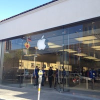 Photo taken at Apple Chestnut Street by Benjamin S. on 4/7/2012