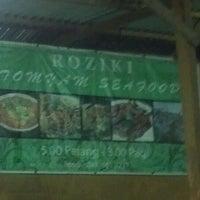 Photo taken at Roziki Tomyam Seafood by Mohd Hazarudin on 9/12/2012