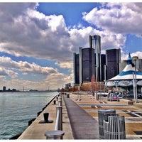 Das Foto wurde bei Detroit RiverWalk von Jill K. am 4/12/2012 aufgenommen