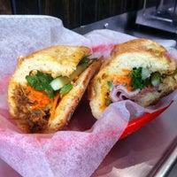 4/8/2012 tarihinde Igal G.ziyaretçi tarafından Xe Máy Sandwich Shop'de çekilen fotoğraf